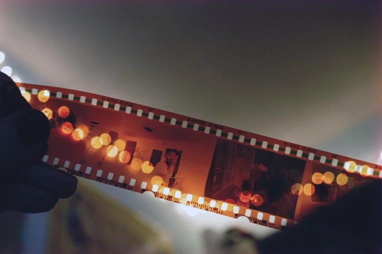 Sus recuerdos, en buenas manos: Digitalice sus fotos, negativos y diapositivas con FotoScaner