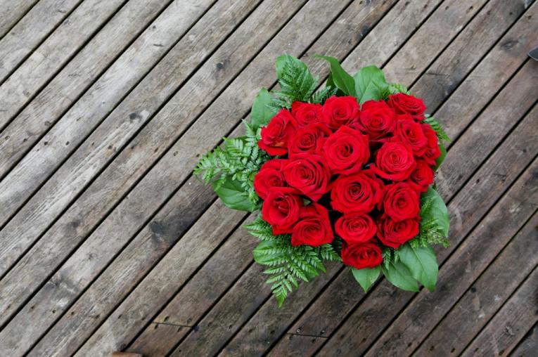¡Dígalo con rosas! Ramos de 10, 12 o 24 rosas para recoger en tienda.