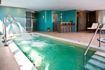 Disfrute de un relajante circuito de aguas en el U-Wellness Barceló Granada para 2 personas