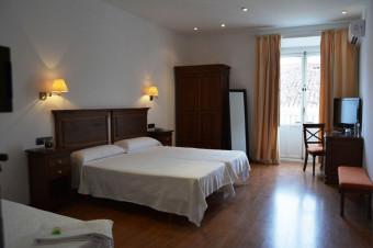 Cáceres 1, 2 o 3 noches en solo alojamiento y habitación doble en el Hotel Albarragena 3*