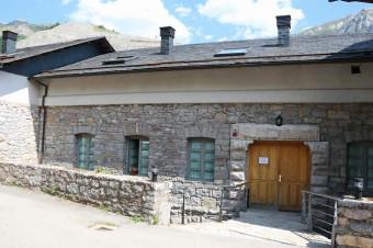 Hotel Balneario Caldas de Luna 3*: de 2 a 8 días con A/D o M/P y piscina termal diaria para 2