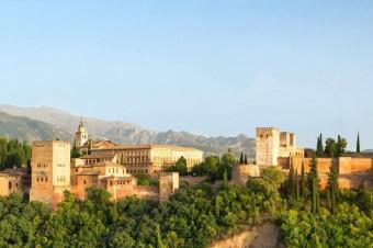 Granada, 2, 3, 4 o 6 días en el Hotel Urban Dream Granada 4* con desayuno, para 2 personas