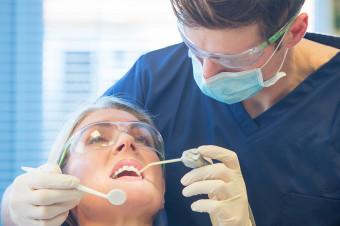 Recupere la salud de su dentadura con extracción simple de una pieza dental (sin cirugía)
