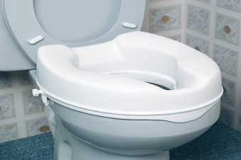 Mejore su acceso al baño con este seguro y eficaz elevador de inodoro sin tapa