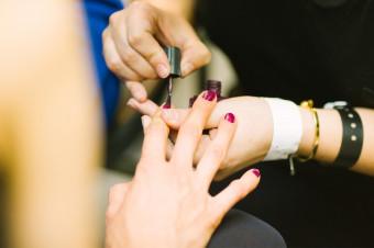 Tutto Bello: ¡Dése un capricho! 1, 3 o 5 sesiones de manicura y pedicura y masaje facial o corporal