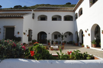 Antequera 1, 2 o 3 noches con desayuno en habitación estándar o suite en La Fuente del Sol 4*