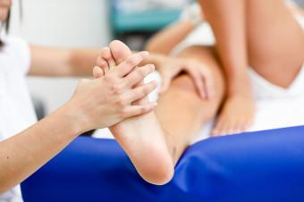 La salud de sus pies también es importante: 1, 3 o 5 sesiones de quiropodia de 30' en AlmuSalud