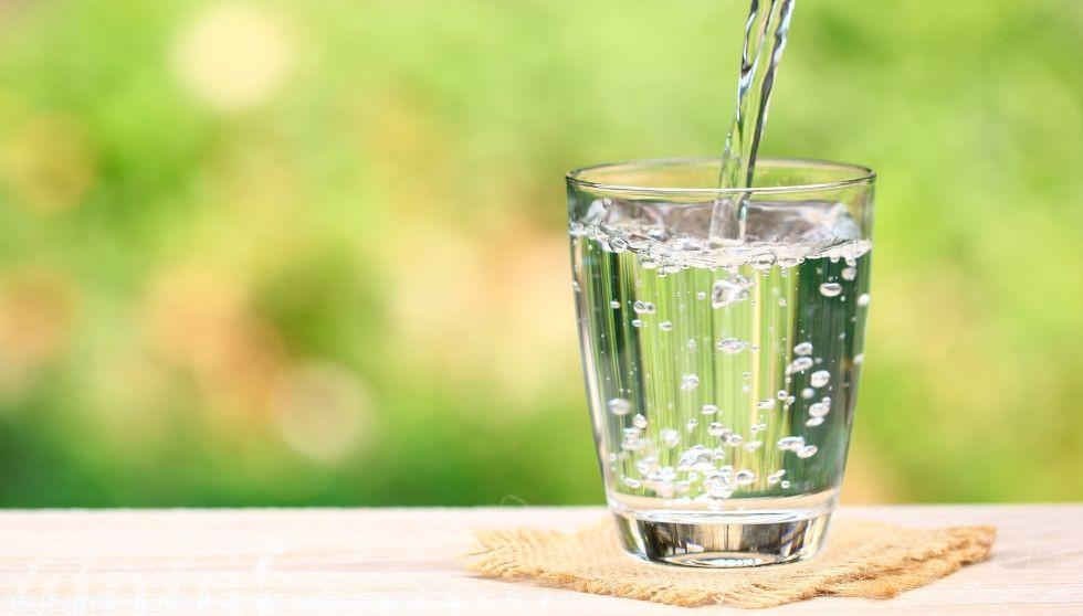Bebe Agua: 8 vasos de agua pueden ayudarte a prevenir estas enfermedades